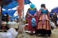 De mensen van de Hmongminderheid in traditionele kleding Sapa, Noordelijke Viet Royalty-vrije Stock Fotografie
