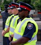 De mensen van de Politie van Ottawa in een rij stock foto