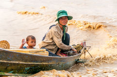 De mensen van Tonle ondermijnen Meer Stock Afbeeldingen
