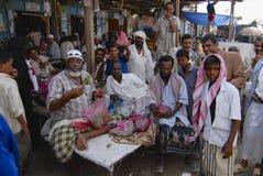 De mensen verkopen khat (edulis Catha) bij de lokale markt in Lahij, Yemen Royalty-vrije Stock Afbeeldingen