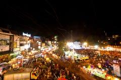 De mensen verzamelden zich tijdens de vieringen van het Nieuwjaar Stock Afbeeldingen