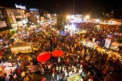 De mensen verzamelden zich tijdens de vieringen van het Nieuwjaar Stock Foto's