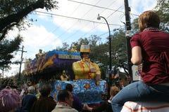 De mensen vierden crazily in de parade van Mardi Gras. Royalty-vrije Stock Afbeeldingen