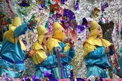 De mensen vierden crazily in de parade van Mardi Gras. Royalty-vrije Stock Foto