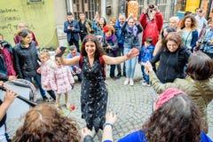 De mensen vieren Hidirellez-Festival in Istanboel, Turkije stock foto's