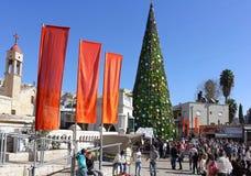 De mensen vieren Kerstmis in Nazareth Stock Foto's