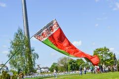 De mensen vieren Victory Day op 9 Mei Witrussische Nationale Vlag Stock Foto