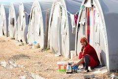 De mensen in vluchteling kamperen Royalty-vrije Stock Foto's