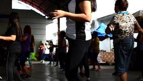 De mensen voeren Zumba-Dans uit stock footage