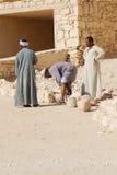 De mensen werken voor uitgraving van graven Royalty-vrije Stock Fotografie