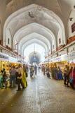 De mensen winkelen binnen de Bazaar Royalty-vrije Stock Afbeelding
