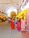 De mensen winkelen binnen Meena Stock Fotografie