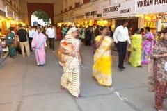 De mensen winkelen binnen Meena Stock Afbeelding