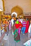 De mensen winkelen binnen Meena Royalty-vrije Stock Foto's
