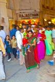 De mensen winkelen binnen Meena Stock Foto