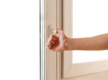 De mensenhand opent het witte plastiek het venster Geïsoleerd op wit Stock Afbeelding