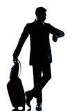 De mensenhandelsreiziger van het silhouet die de tijd controleert Royalty-vrije Stock Foto