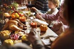 De mensenholding overhandigt het Bidden het Concept van de Dankzeggingsviering Stock Afbeeldingen