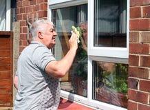 Het schoonmaken van het venster. royalty-vrije stock fotografie