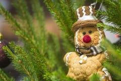 De mensenstuk speelgoed van het gemberbrood Kerstmisdecoratie Stock Foto's