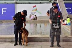De mep en de politiehond Stock Foto's