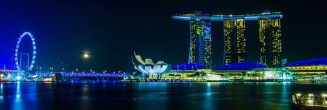 De Merlion-fontein voor het Marina Bay Sands-hotel Royalty-vrije Stock Afbeeldingen