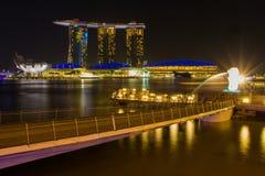 De Merlion-fontein voor het Marina Bay Sands-hotel Royalty-vrije Stock Foto's