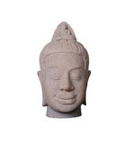 De met de hand gemaakte ambachten van het zandsteenbeeldhouwwerk van Kambodja met clippin Stock Foto