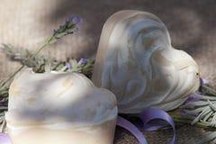De met de hand gemaakte zeep van de lavendel stock foto
