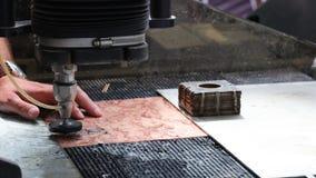 De metaalbewerkende industrie om metaal te snijden met de straal van het hoge drukwater