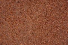 De metaaloppervlakte wordt kuiltjes gemaakt in met roest Stock Fotografie