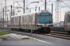 De metro die op het testen van het spoor in Hoek-bestelwagen Holland van Hoekse Lijn wachten, vertraagde tijdens project royalty-vrije stock afbeelding