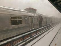 De Metro van het de winteronweer stock afbeelding