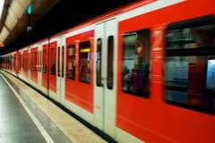 De metro van Munchen in motie stock afbeelding
