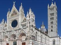 De metropolitaanse kathedraal van Heilige Mary van de Veronderstelling tegen de blauwe hemel Toscanië, Italië Stock Afbeelding