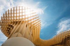 De Metropolparasol is een houten gevestigde structuur Royalty-vrije Stock Afbeeldingen