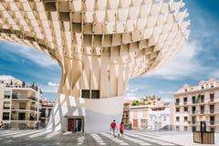De Metropolparasol is houten structuur gevestigd Plaza DE La Encar Stock Fotografie