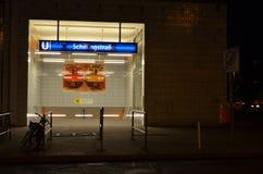 De metropost van Berlijn bij nacht Stock Afbeeldingen