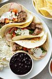 De Mexicaanse verscheidenheid van het straatvoedsel stock foto