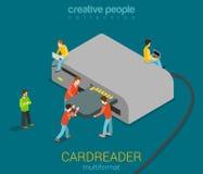 De micro- mensen plakken BR-kaart in USB-kaartlezer Stock Foto