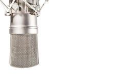 De microfoon van de condensatorstudio op witte achtergrond Stock Foto's