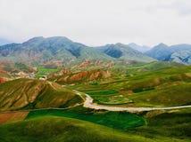 De midair mening van Qilian-Bergen De Qilian-Bergen, samen met altyn-Tagh als Nan Shan ook wordt bekend die, aangezien het aan is royalty-vrije stock afbeelding