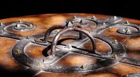 De middeleeuwse Dekking van de Doopvont van de Kerk Royalty-vrije Stock Foto's