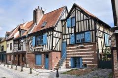 De middeleeuwse helft-betimmerde bouw in Amiens, Picardie Frankrijk, Europa stock fotografie