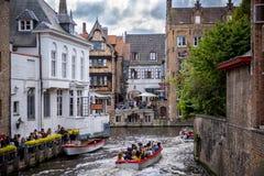 De middeleeuwse historische stad van Brugge De straten van Brugge en historisch centrum, kanalen en gebouwen belgië stock foto's