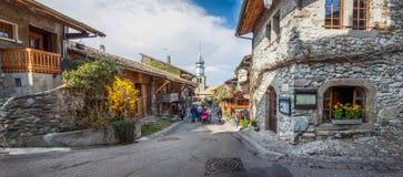 De middeleeuwse Mening van de Straat van het Dorp, Yvoire, Frankrijk stock afbeeldingen
