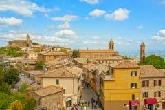 De middeleeuwse stad van Montalcino stock afbeeldingen