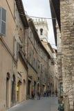 De middeleeuwse stegen van Assisi in Assisi stock fotografie