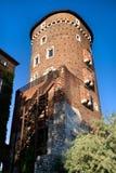 De middeleeuwse Toren van de Defensie in Koninklijk Kasteel Wawel Stock Afbeelding