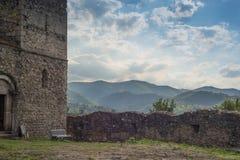 De middeleeuwse versterkte kerk van het steenmetselwerk Royalty-vrije Stock Foto